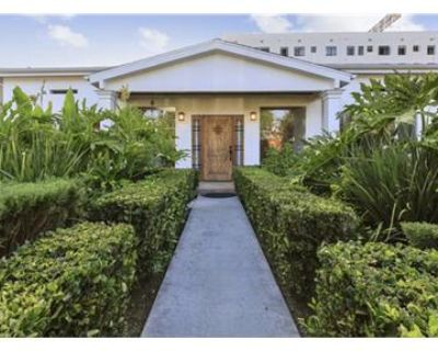Beautiful 5 Bedroom with Pool in Larchmont!