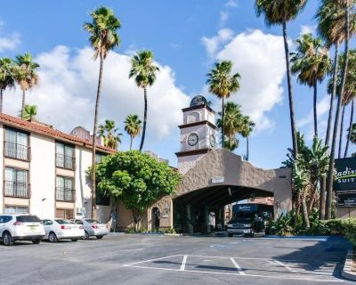 Radisson Suites Hotel Anaheim - Buena Park, 1 bedroom suite! Book now! - Buena Park