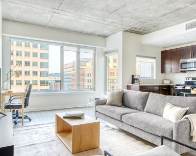 Elegant LoDo 1BR w/ Pool, Gym, 1 block from Commons Park, by Blueground - LoDo