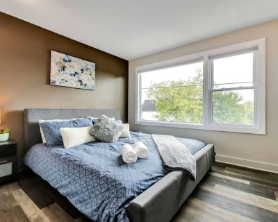 Newly Renovated - Modern 1BR with King Bed - Near Downtown - Vanier North