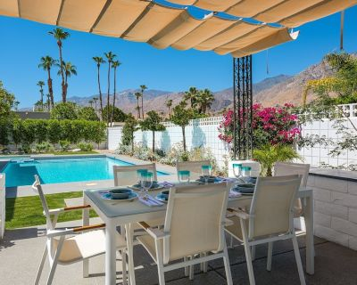 All NEW Professionally Decorated Mid-Century Modern Luxury Pool Home, Free WiFi - Canyon Corridor