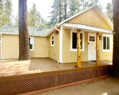 Remodeled vintage cabin lake view, deck, fireplace, private backyard - Fawnskin