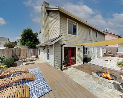 5 Minutes to Beach! Stylish Arroyo Grande Home with Hot Tub, Sundeck, Firepit - Arroyo Grande