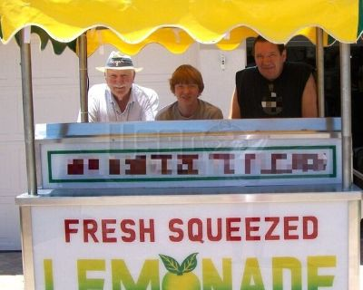 Self-Contained and Never Used Lemonade Cart / Unused Lemonade Stand