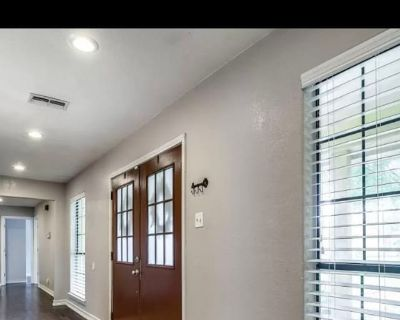 Private room with shared bathroom - Fort Worth , TX 76112