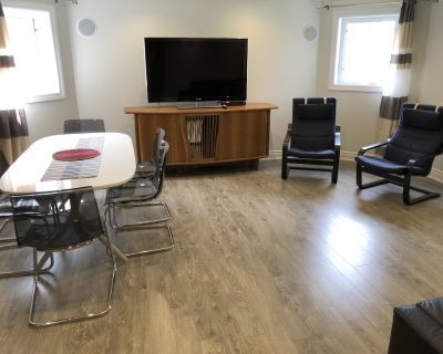 Executive Independent Cozy Basement Apartment with 2 BR, 2 WR, Kitchen, Sofabed - Mississauga