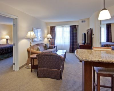 Air-Conditioned Suite just 10 miles from Indianapolis | Free Breakfast + Pool Access - Hamilton County