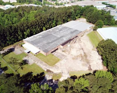 87,000 SF Industrial Facility For Sale in Opportunity Zone