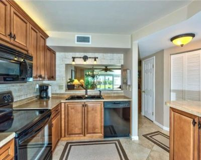 Updated townhome minutes to the beach, on a quiet canal with a boardwalk - Fort Myers Beach
