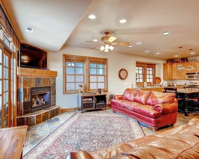 Park City townhome w/ two master suites, mountain d cor, & a private hot tub! - Downtown Park City