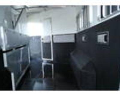 Bison 3 load slant with living quarters