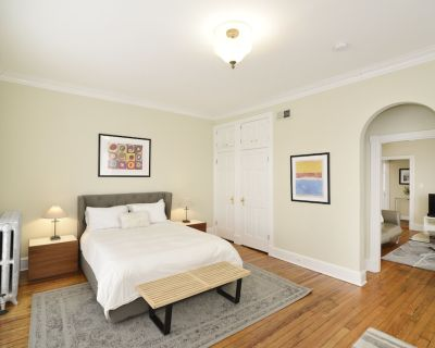 Sunfilled Georgetown Penthouse Apartment In Classic Townhouse - Georgetown