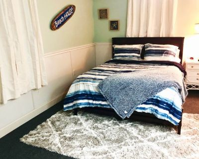 Stylish & Comfy Private Entry, Queen Bed + Pkg - San Carlos Park
