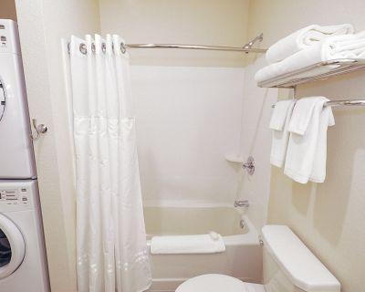1 BDR 1 Bath Apartment Style Suite WaterWalk Overland Park -2 - Overland Park