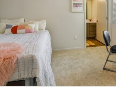 Private room with own bathroom - Chico , CA 95926