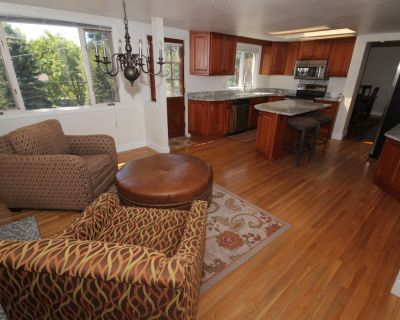 Lovely sunlit ranch style home with large fenced yard - Cherry Knolls