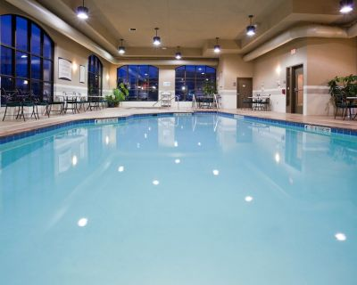 24 Hour Business Center + Indoor Pool + Hot Tub | Close to the Airport! - Franklin
