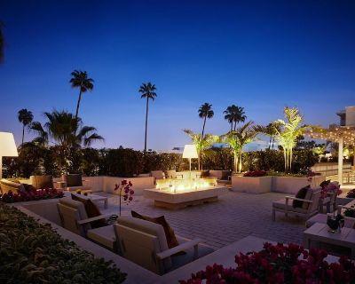 AKA Residences Spacious Premium Suite w/ Full Kitchen, Private Patio & WiFi - Beverly Hills