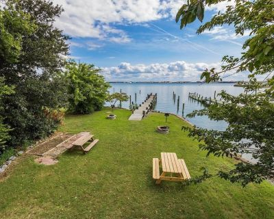 Bayside Retreat *Waterfront* Top Floor Apt (Monthly Rentals Available) - Willoughby Spit