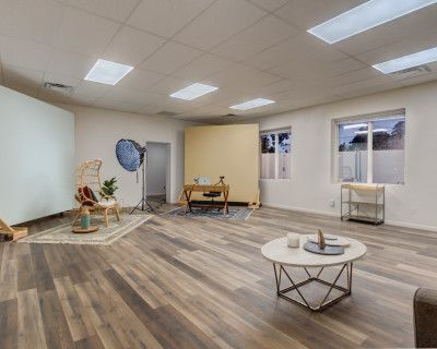 Urban Roomy Studio Space with Interchangeable Walls, Bakersfield, CA