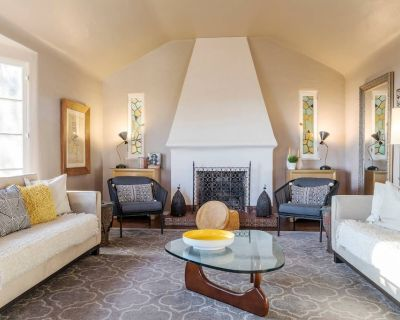 *City Center! Gated Hollywood Hills Villa in the center of LA! - Hollywood Heights