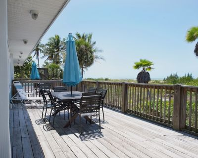 Nicely decorated one half duplex with a spectacular view of the Gulf of Mexico. - Mid Island