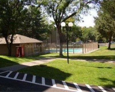 Lease Spacious 3+2. Approx 1,115 sf of Living Space. Pet OK!