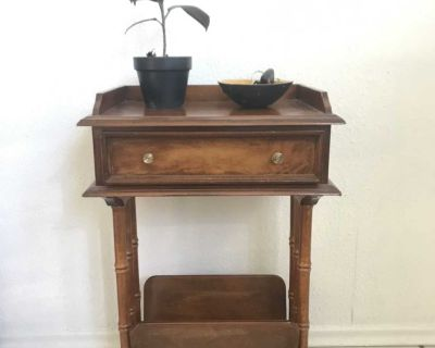 Compact Telephone/Entrance Table