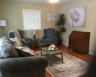 Family Living! Professionally Cleaned, Self Check In - Sleeps 10 - Racine