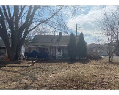 2 Bed 1 Bath Preforeclosure Property in Milwaukee, WI 53223 - W Green Tree Rd