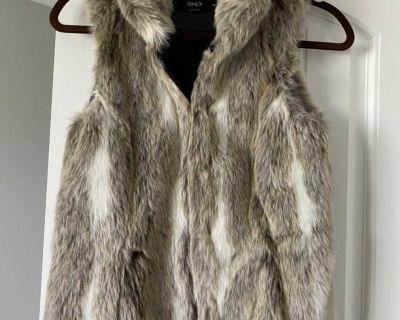 ONLY faux fur vest