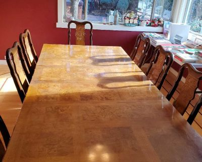 Very nice wood dinning room table and 8 chairs