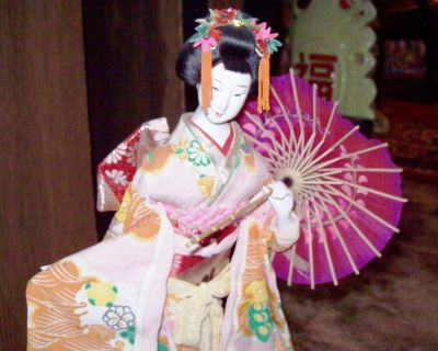 Extreme Rare Vintage Japanese Geisha Doll in Gase..Madam Doll Butterfly Collect