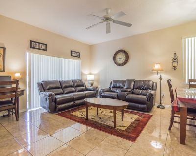 4 bedrm townhouse - 2 king size bdrm suites next to pool, lazy river and Disney. - Regal Palms