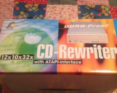 CD Read\Writer - 12X10X32 - NEW