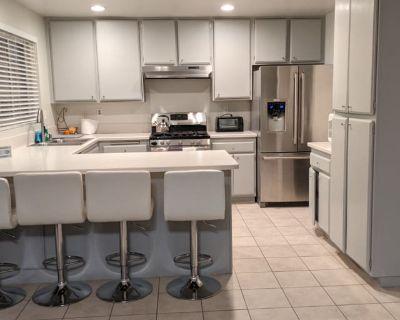 Private room with shared bathroom - San Bernardino , CA 92407