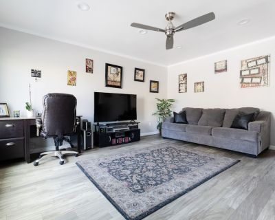 Heart of Tempe *Modern and Updated*Private Patio* - Jen Tilly Terrace