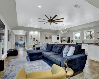 Luxury Home 1 Blck To Main W/HotTub - Fredericksburg