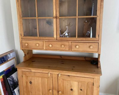 Dining room hutch / China cabinet