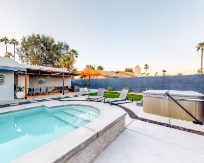 Modern Home w/Private Pool, Hot Tub, High-Speed WiFi, Gas Fireplace & W/D - Palm Springs
