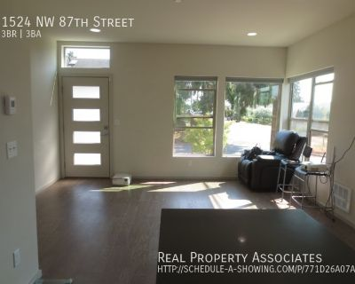 Spacious contemporary townhouse in Crown Hill