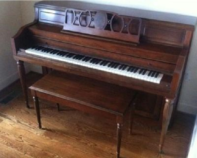 $1,200 OBO Everett Spinet PIano