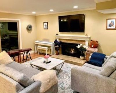 [Female Only] Room with Shared Bath in Beautiful RWC House - 8/15