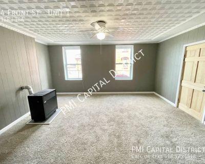 1 Bedroom w/ Den, W/D Hookups, Shared Fenced Yard & Private Back Porch