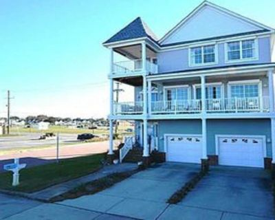 Immaculate ocean front 3 story beauty - East Ocean View