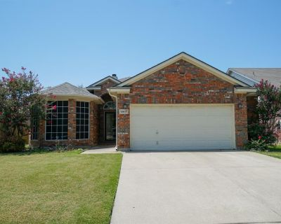 10617 Fossil Hill Dr, Fort Worth, TX 76131