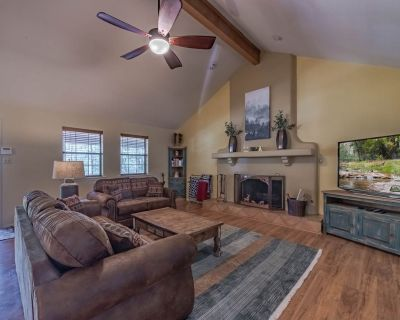 Tomahawk Hill Chalet- Main: ADORABLE, 1 Bedroom with a Hot Tub AND a Video Game Table! - Ruidoso