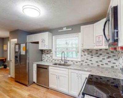 Room for Rent - Stone Mountain Home, Stone Mountain, GA 30083 3 Bedroom House