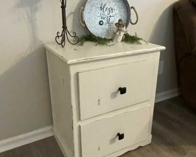 Farmhouse End table/Nightstand