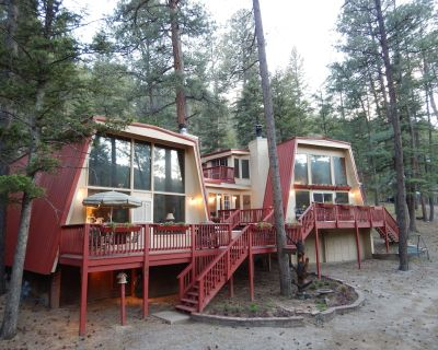 Huge House w/Room for the entire group! 5 bed/4 bath, large hot tub and deck! - Ruidoso